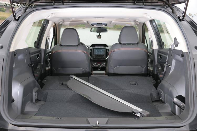 後行李廂空間可靈活運用,想要得到更大容積,可把後座椅背6/4分離傾倒。