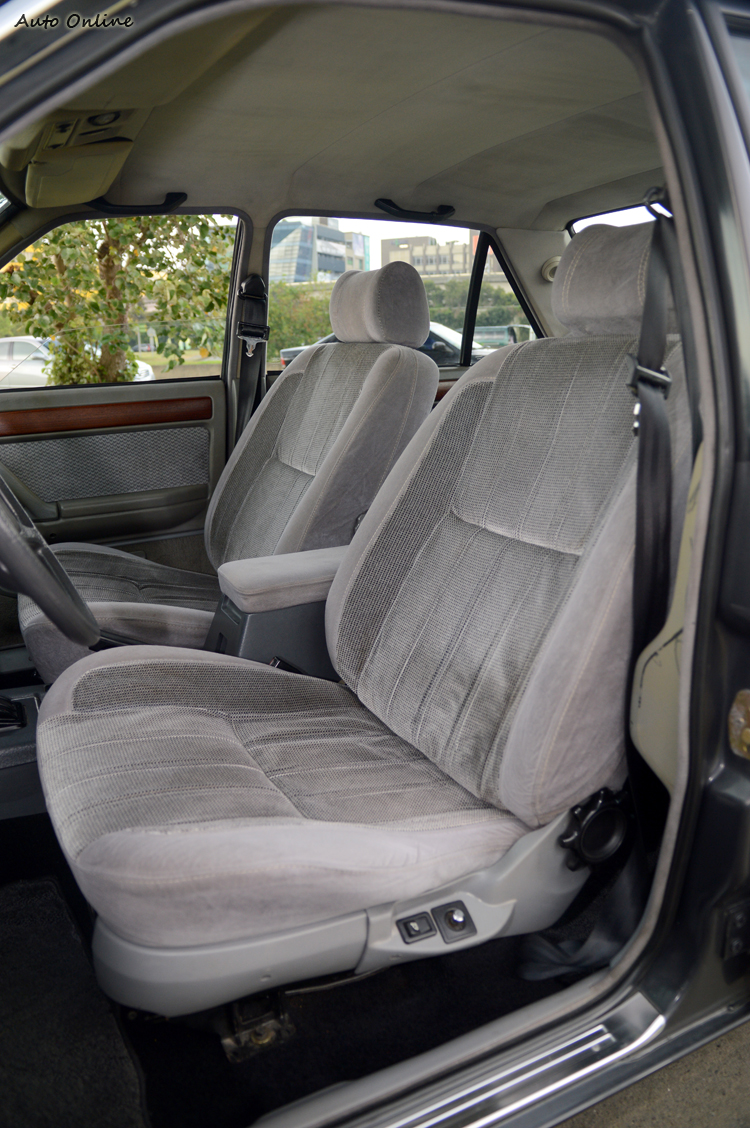 電動座椅可以說是當年超級頂級豪華的配備。