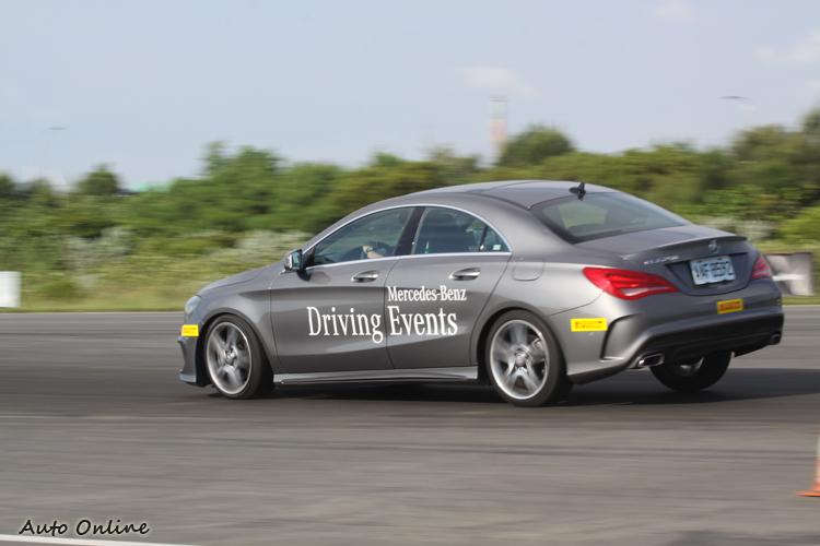 CLA250也展現了彎道上的靈活性,比起其他大型車更容易上手的特質令人激賞。