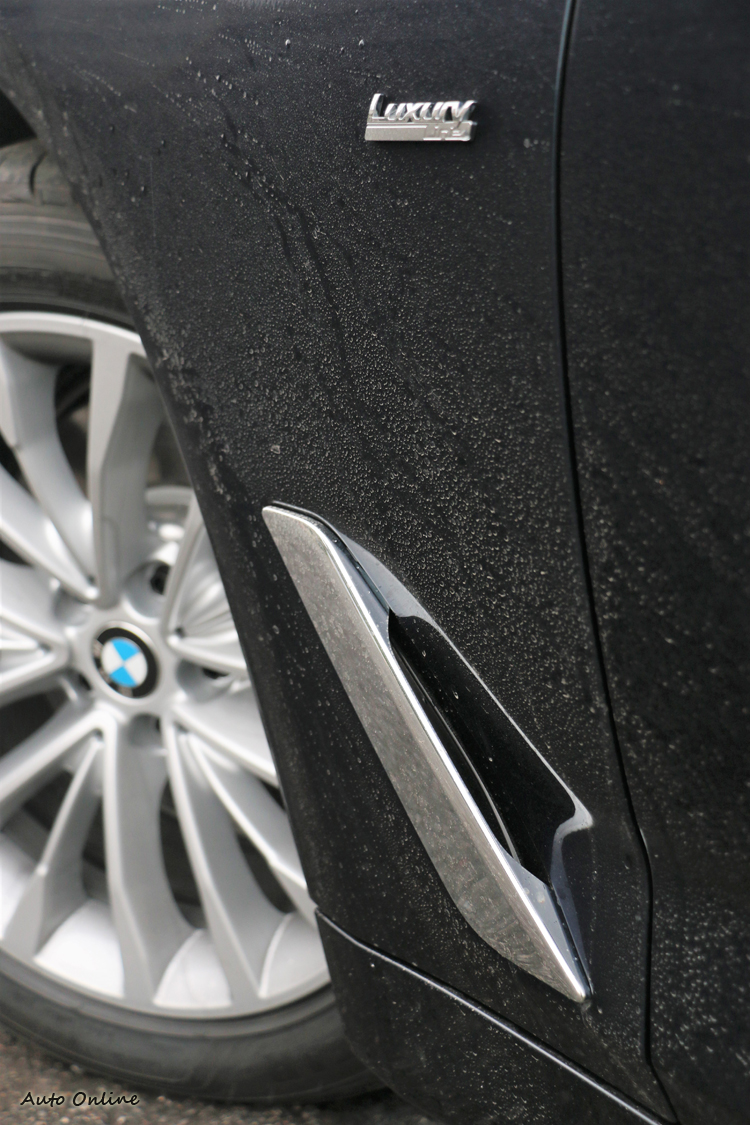 前葉子板有車側導流氣孔(Air Breather)設計,可穩定氣流並帶走煞車熱能。