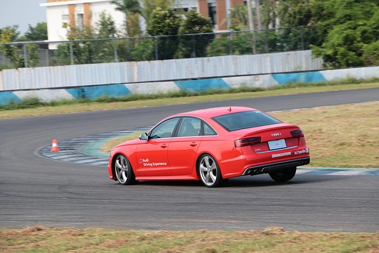 每一車款的個性都不相同,有些車型加速凌厲,但彎中需要更細膩的操作維持循跡性。