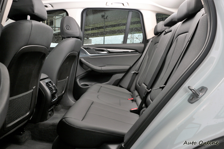 軸距較前一代車型成長超過5公分,以更勝以往的出色空間表現。