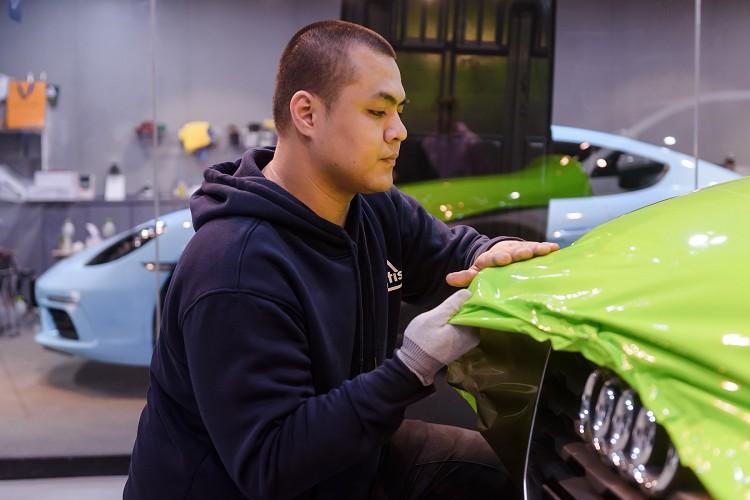 3M™車貼2080系列採延展性達130_,更能細緻包覆車體曲面與邊角