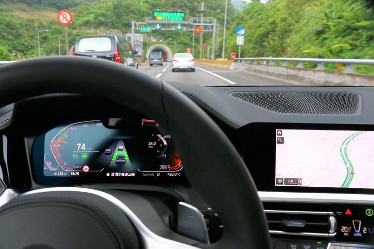 全方位的主動安全防護在高速公路上好用,但切記只是輔助可別不專心於前方路況。