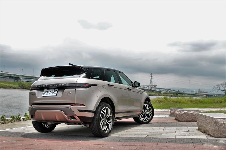 最後在售價方面,新年式針對車型重新編成,售價分別為P200 R-Dynamic S 220萬元 / P250 SE 242萬元 / P250 R-Dynamic SE 261萬元,可發現原廠也針對新年式售價悄悄的進行調整。