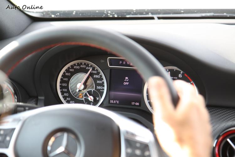 為了安全起見,ESP必須關閉才能在250km/h之下奔馳。