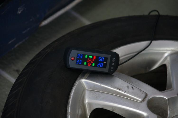 直接式胎內TPMS透過輪胎的感測器將胎壓、胎溫等數值無線傳輸至接收控制器