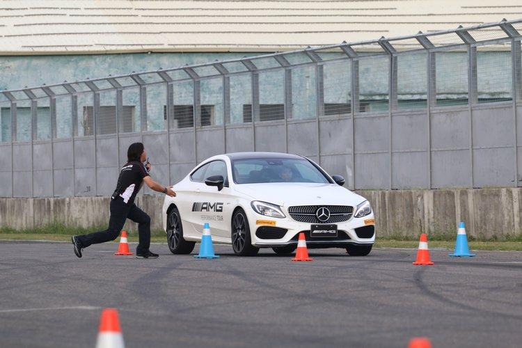 「煞車技巧」讓人感受AMG車款得自賽車的豐富經驗,所獲取的強大制動能力。