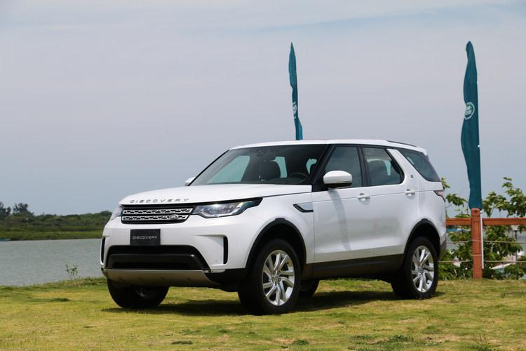 無論全地形穿越能力、拖曳性能、全尺寸 7 人座空間機能變化,所有面向皆以科技為核心思維,領航全球休旅王者 Land Rover 邁向數位化科技世代。