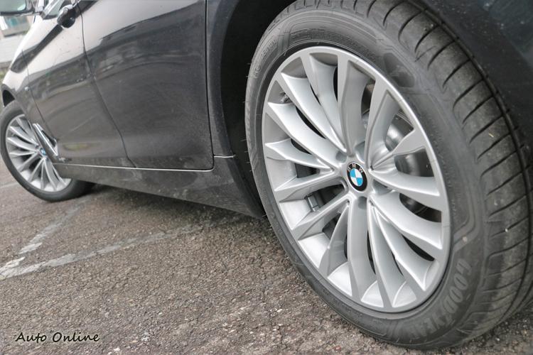 比起上次所試駕的530i,輪胎有更大的扁平比對舒適性多少有些幫助。