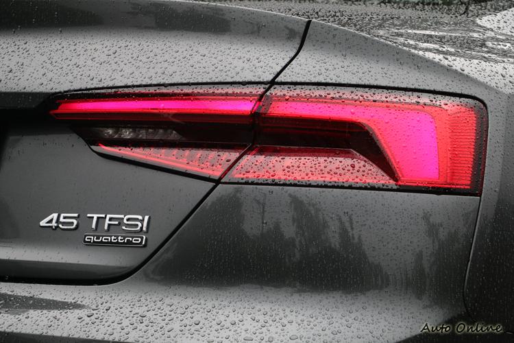 3D造型的全LED尾燈組,讓車尾光影線條變化更加多元。