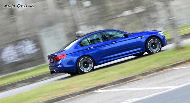 在3.4秒內完成0-100 km/h加速,從靜止狀態加速至200 km/h也只需11.1秒。
