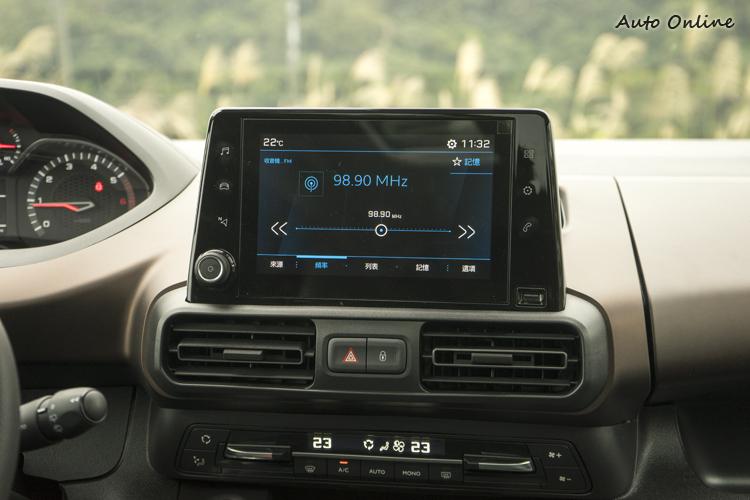 八吋中控台彩色影音資訊觸控螢幕。