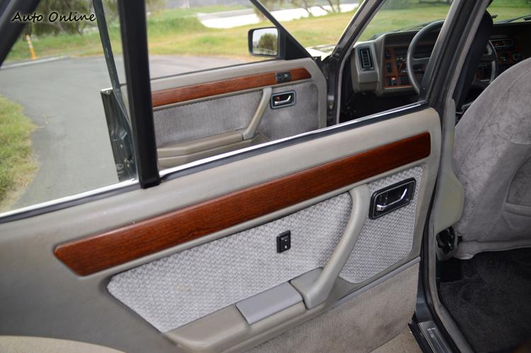 核桃木也是當年豪華車該有的配備。
