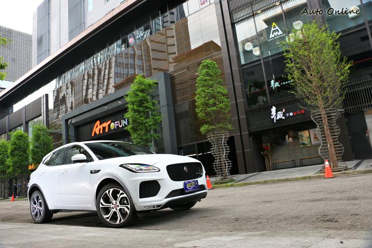 車輛靈活性與穩定性大大增加駕駛樂趣,雖然無法達到F-Type的跑車實力,可明顯感受出原廠下足功夫來調校Baby Jaguar。