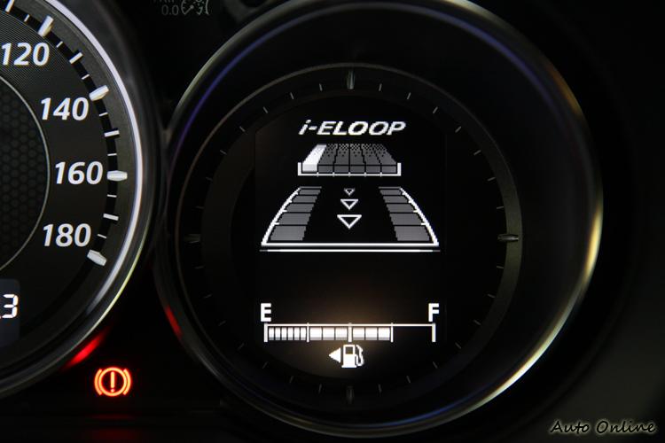 I-FLOOP動能回收系統做動情形,車輛相關動態資訊都一目了然。