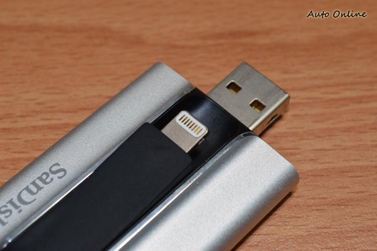 內建Lightning連接埠,可支援iPhone 5以上的手機。