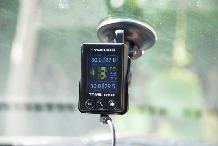 胎外式的TPMS是直接將感測器裝在輪胎充氣嘴上,也是坊間產品較常見的形式