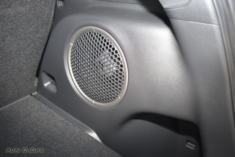 S-AWC旗艦車型所配音響系統包含行李箱內的中低音喇叭。