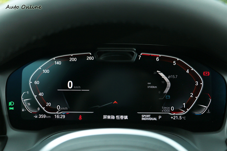 駕駛者前方12.3吋虛擬數位化儀表,比起傳統指針儀表板有更大的變化性,需特別注意逆時針的轉速表判讀。
