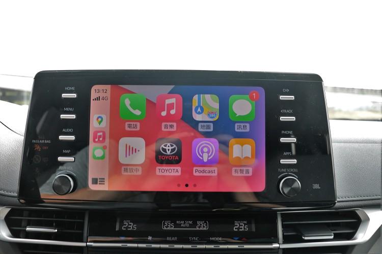 中控台上方為9吋觸控式螢幕,支援Apple CarPlay與Android Auto。