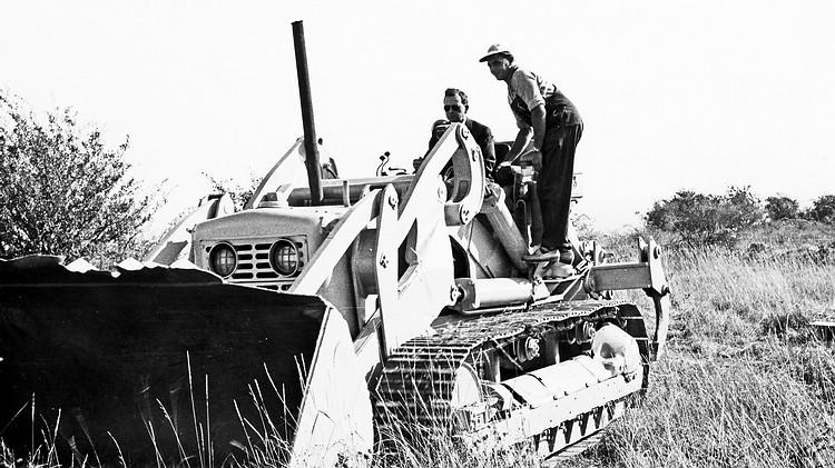 1961年Ferry Porsche位於魏薩的大圓環(Skidpad)跑道動土