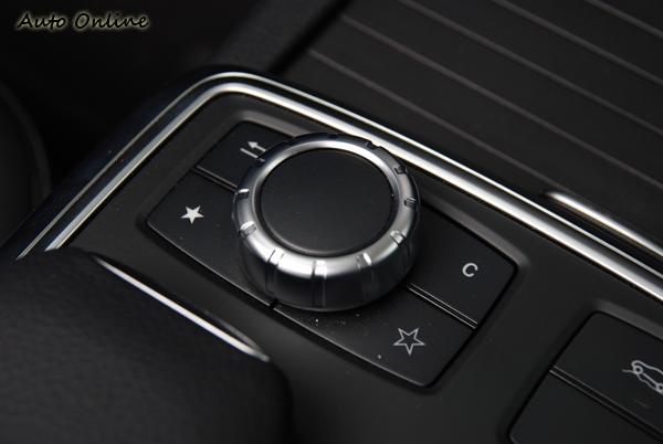 類似BMW iDrive的控制旋鈕,細節感覺不如X5。