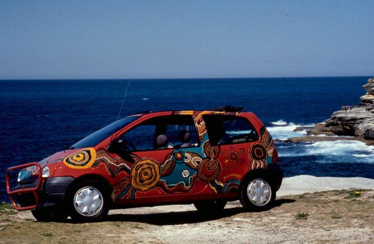 Twingo勇闖澳洲內陸,並在車身留下原住民彩繪