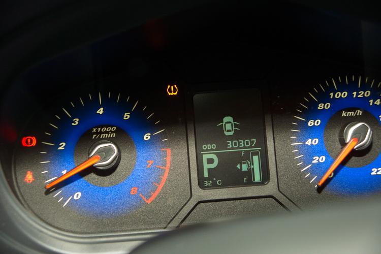 圖為最常見的儀錶板之胎壓異常警告燈號