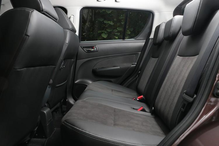 後座座椅同樣採2 Tone手法處理,空間表現在同級對手中有不錯表現。