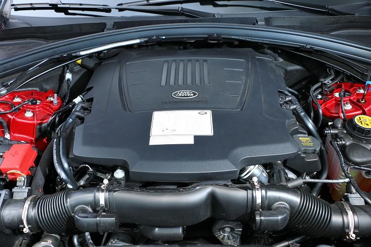 我們這次試駕的是SE P380 R-Dynamic車型,搭載一顆3.0升V6雙轉子機械增壓引擎。