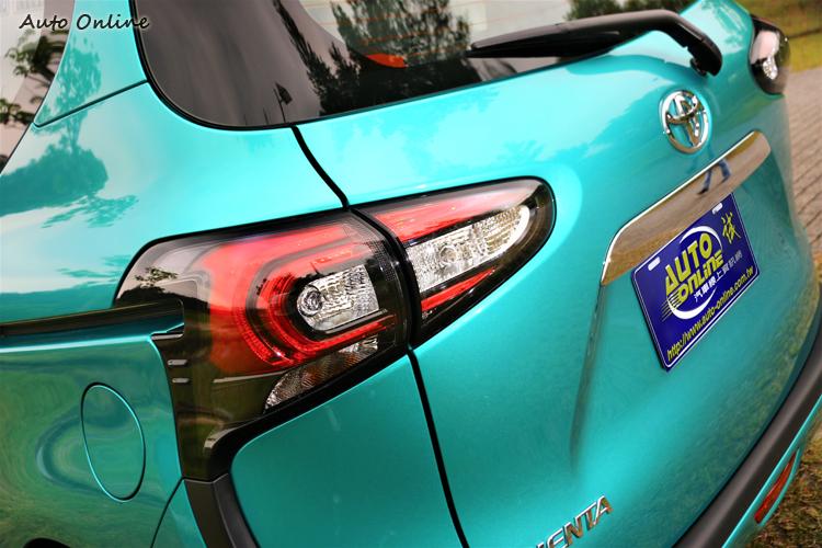 車尾賦予了內部全新設計的尾燈,增加辨識度的視覺效果。