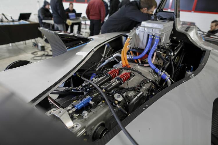 發出不同於內燃機引擎聲的高頻聲響,就是來自這由McLaren Electronics Systems提供的動力諸元。