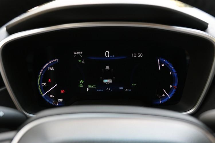 油電車型駕駛者前方配置7吋MID螢幕。