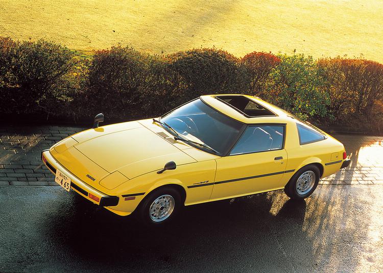 1978年推出的RX-7是是世界上第一款在市場上成功推出的轉子引擎量產跑車,車系同時也是有史以來銷量最好的轉子引擎車。