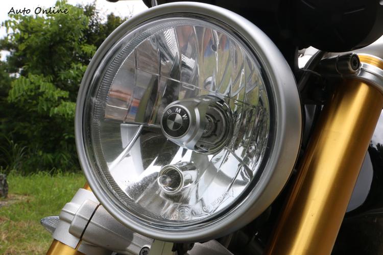 現在車款大燈造型設計都越發獨特,因此反璞歸真的R nineT讓人覺得簡簡單單也可以很好看。
