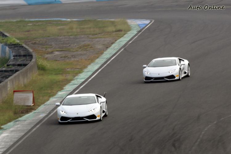 體驗活動採一對一指導,由教練駕車帶領通過每一個彎道。