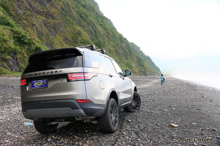 目前汽車品牌中Land Rover是以越野來開發底盤而非從一般轎車留用過來,所以旗下每一款車都擁有超強的越野實力。