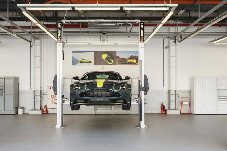 高雄據點除提供展示空間,也有高品質的專業服務廠為車主服務。