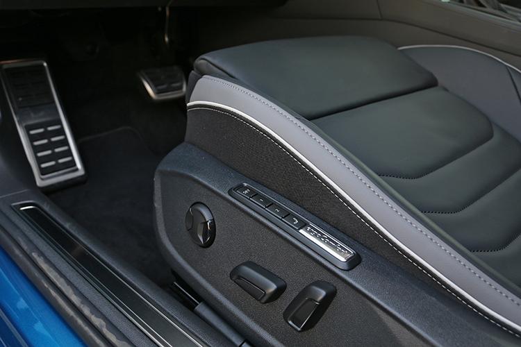 前後座都有加熱功能,駕駛座還有按摩和記憶功能。