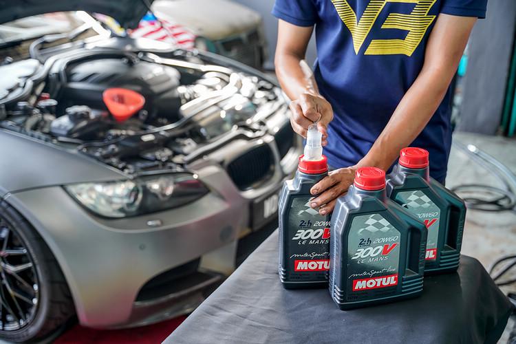 雖然這款機油現在是市場上暢銷的產品,但初時300V僅是為了賽車使用而生產。