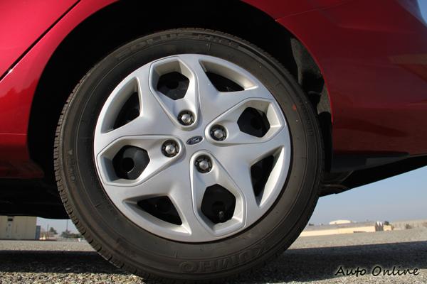 185/60R15的圈胎配合,當然想要16吋鋁圈不是沒有,得要花錢選配。