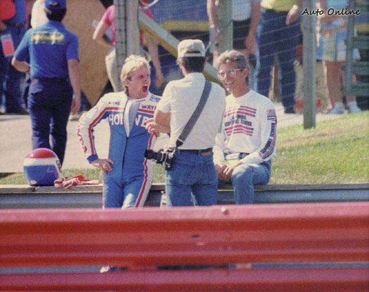 YAMAHA傳奇車手Wayne Rainey也曾來請益騎車技巧。