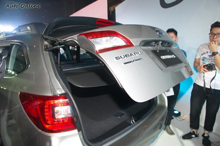 電動尾門讓行李的取放更方便。