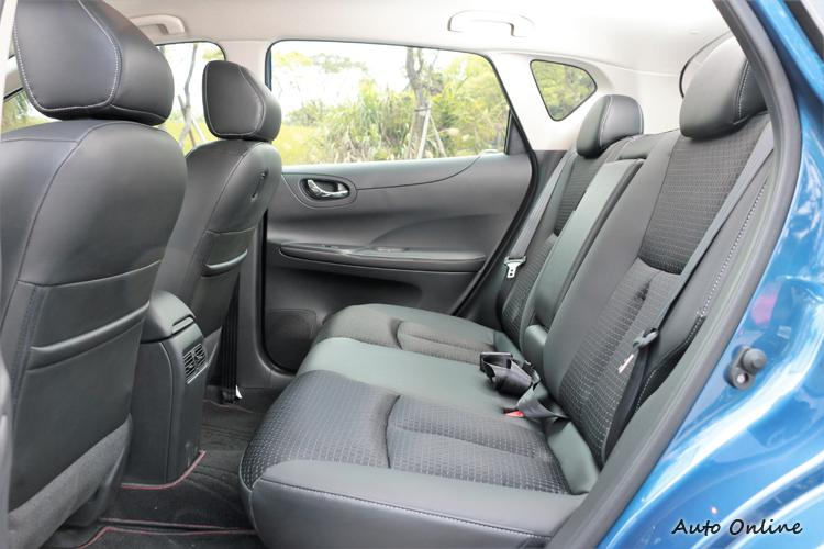 iTIIDA締造出國產同級車款最大膝部空間與最大有效車室長度。