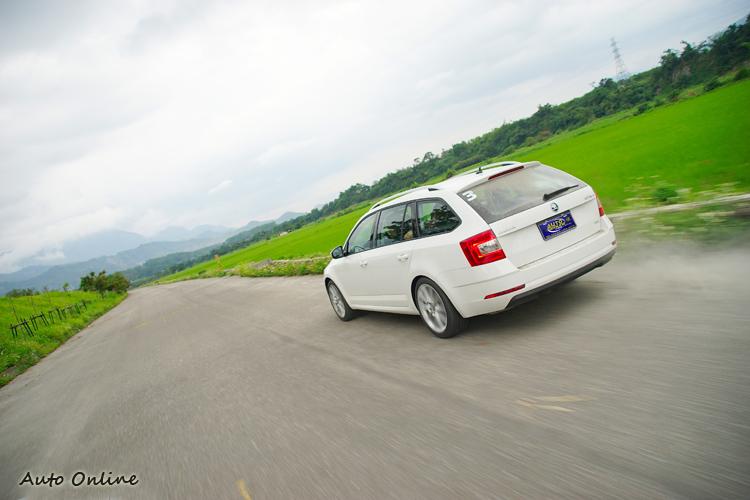 在S模式或進而切至ESC-Sport之下,動力反應敏銳暢快。