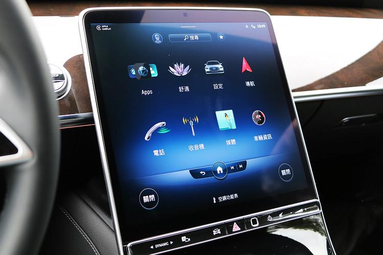 類平板的大尺寸螢幕幾乎已經成為豪華車的標準配備,至於美醜與否則是見仁見智。
