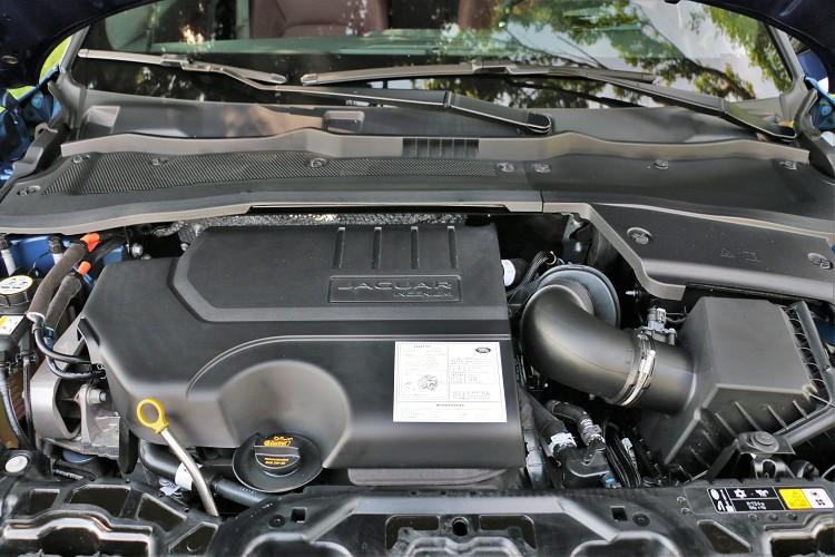 試駕車型為P250版本,內燃機引擎可創造出249匹/5,500rpm以及37.2公斤米/4,500rpm最大扭力。