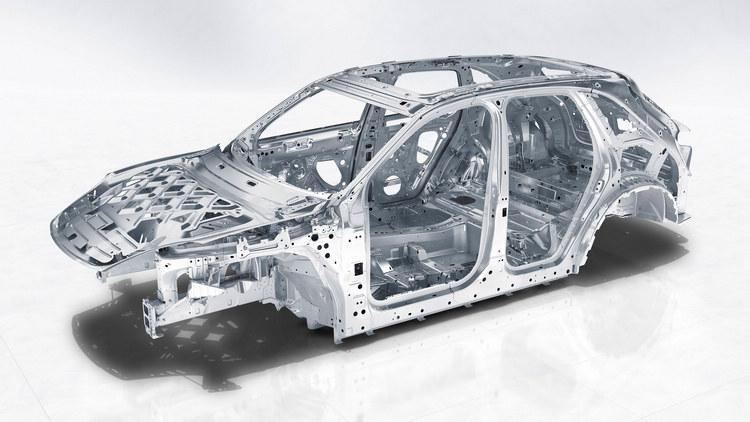 高比例鋁合金材質的應用,加上週邊設備的減重策略,都協助這一代的車型車重比過去顯著降低。