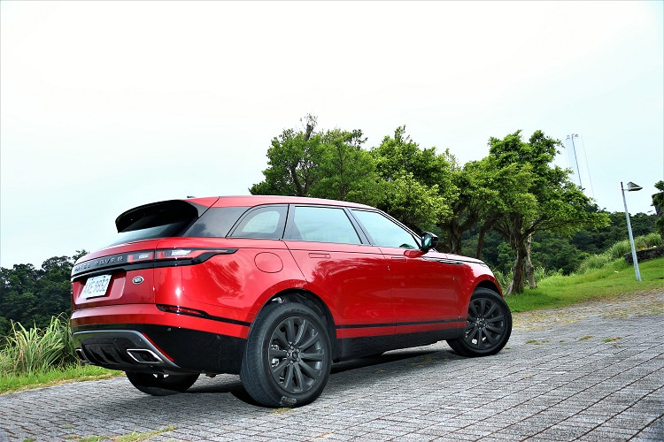 Range Rover Velar具有超高產品戰鬥力,從它的外觀、內裝、動力、科技以及越野性能都有很明顯進化。